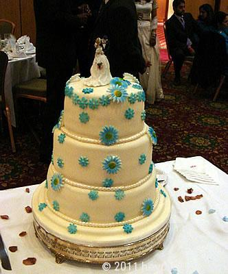 Wedding cake with couple